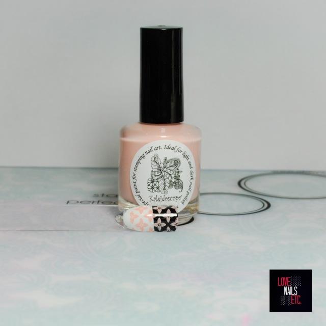 El Corazon - Kaleidoscope Stamping Polish 01 black 81 bisque